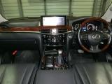 フル装備!LED&フォグ・ABS・CD・DVD再生・ナビフルセグTV・Bモニター・全方位モニター・カードキー・パワーシート・シートヒーター&クーラー・エアコン・サンルーフなど嬉しい豪華な装備です!
