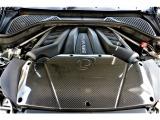 4.4L V型8気筒Mツインパワーターボエンジンを搭載!700馬力をたたき出すチューニングを施したエンジンになっております。カーボン製のインテークカバーはダイナンのエアインテークシステム!!