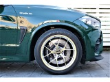装着されるホイールは、BBS RI-D20インチ(ポルシェ用PCD130)装着!タイヤはヨコハマADVAN!ブレーキは前後BremboGTキットを装着。車高は3DDesign車高調で程よくローダウン。