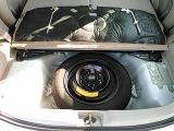 トランク床下に未使用のスペアタイヤが収められています☆彡