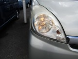 左ヘッドライト(点灯)