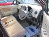 車内は使用感こそ有りますが、特に気になる様な汚れは無く、前オーナー様に大切にされていたのが伝わるお車です♪