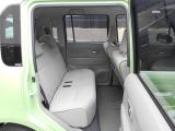 各ドアは直角に開きます。リヤシートも広く大人がゆったり座れるサイズあります。