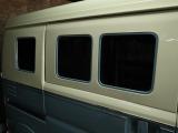 窓のフチをグリニッシュグレーで塗分けているの、わかりますでしょうか?