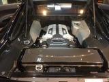 エンジンもカーボンカバーなど高価な部品で包まれて是非見ていただきたいエンジンルームです。