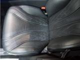 ドライバーズシートの状態は、レザーの痛みも無く非常に良好なコンディションを保っています。