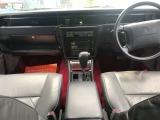 ウッドパネル多数使用していましてトヨタ車の高級モデルで豪華内装です!