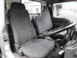 シートはモケットシートです。運転席に小さなタバコの焦げ跡があります。