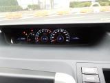 日中でも見やすいオプティトロンメーターにはドライブモニターを装備、車輛情報をリアルタイムに表示します。