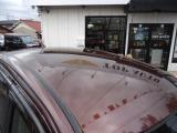 TOP AUTOには中古車専属の販売スタッフがおり、購入時の不安を解消できる大阪府中古自動車販売協会、認定の中古自動車販売士が、論理規定に則った丁寧な対応に努めております。
