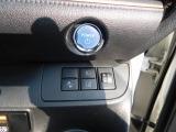 プッシュスタートはエンジンをかけると言うよりは、スイッチをONする感覚、誰でも簡単操作。オートマチックハイビーム・レーン逸脱制御・プリクラッシュセーフティ