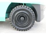 リアタイヤはノーパンクタイヤ新品に交換済みです!!