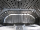 荷室の蓋を開けると収納スペースがあります