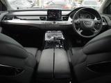 アウディ A8 L W12 クワトロ 4WD