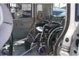 2列目の座席は 車椅子を乗せるときは下に収納するたいぷなので足元もスペースがあり 車イスの方も 広々ですね♪