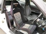 運転席はバケットシートになっています!