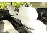 後席用に大型のストラップが左右装備されております。