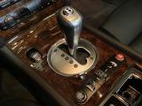 テールランプやマフラーエンドなどに特徴的なオーバルデザインを多用◎通称カブリオレはベントレー的にはドロップヘッドクーペと呼称している!エアサス装備で車高調整も3段階からセレクト可能◎テレスコも装備!!