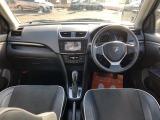 運転席&インパネ回り 7速CVT車です。