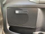なんといってもこのJBLのスピーカー!!!高音域がとても繊細に聞こえ、綺麗な音が車内に響き渡ります!!!