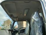 キャビンベットレスタイプ 室内には大型蛍光灯が付いています。車内も綺麗です。