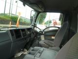 乗車定員は2名・センターコンソールボックスが付いています。