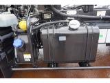 タイヤ止め2個 アドブルー 燃料タンク90L 右シャシF工具箱 左シャシ中央工具ケース