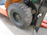 右前輪エアタイヤ 格安にて新品ノーパンクタイヤに交換できます‼