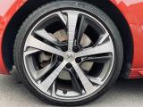 純正18インチアルミホイール。タイヤも6分残っており当面の間安心して走行可能です。輸入車・国産車問わず下取り・買取査定も承りますので、まずは03-6666-2544までお気軽にご相談下さい。