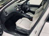 DS5は『クラブレザーシート』を装着した車両が殆どですが、このお車はメーカー特注車両ということでシート表皮や色が本来設定の無い特別仕様となります。もちろんパワーシート・シートヒーターも備わります。