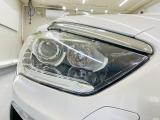 劣化でくもりがちなヘッドライトレンズも透明感のある綺麗な状態が保たれております。夜間のドライブも安心の高輝度インテリジェントハイビーム機能付キセノンヘッドライトを採用しております。