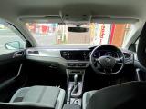スマートキー標準装備。鍵を取り出すことなくドアの開閉からエンジン始動まで可能です。盗難や車上荒らしを未然に防ぐイモビライザーも搭載しています。
