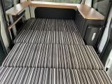 ベッドモードにすれば、ご覧の通り大人二人が余裕の広さ。長さは2メートル以上。