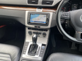 ナビ周りも国産車とは違い、時計があったりとデザインが良く、シャレオツです(≧v≦)