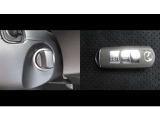 スマートキー装備でポケットやバッグに入れておけば、エンジン操作、始動が可能です。持ち運び時に邪魔にならない、タイプのキーレスエントリー付き。