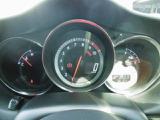 スピードメーターはデジタル表示で、レーシィな印象を与えてくれます