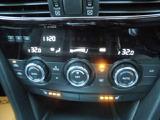 左右独立エアコンです!!また運転席 助手席には3段階温度調整機能つきのシートヒーターつきです☆