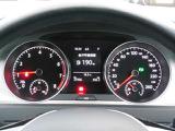 視認性の高いスピードメーターとタコメーター。中央部のマルチファンクションインジケーターは、時刻・瞬間・平均燃費、走行距離、平均速度、運転時間、外気温などが表示できます。