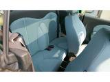 後部座席です。一応乗れますが、普段は荷物置きでしょうか(^^;)