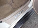 レクサスエンブレムのスカッフプレートが付いています!!