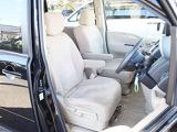 運転席はアイポイントが高く、女性の方でも車の前方が見やすいように設計されております。こういう嬉しい心遣い!さすがセレナ!