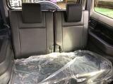 後部座席はほとんど使用感がないんです!