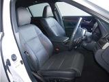 【前座席】前席を外してシート下まで徹底洗浄。消臭&除菌効果があり、さらに清潔感がUP!