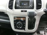 ◆インパネAT車◆フロアオートマと比べ、インパネにシフトがあるので足元や室内の広さが大きく違います。運転手さんが、助手席から降りる事が楽々出来たりと、とても使い勝手が良いのでオススメです。