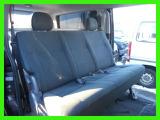 後ろ席は固定式足元広々キットが装着されております。純正キットもございます。