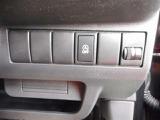アイドリングストップのON/OFF切り替えが出来ます♪エンジンを停止させたくないドライブ時はこのボタンを押します!