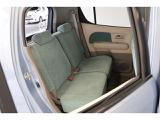 リヤ席のひざ周りも広々★大人がラクに座れるゆとりを実現しています!
