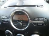 操作が簡単なAMFMチューナー付CDデッキを装備しております。
