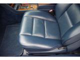 助手席シート座面綺麗です。パワーシートです。助手席ドア内張りウッドパネル綺麗です。シートメモリー機能有り。
