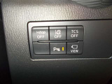 i-stopやDSC、パーキングセンサーなどの便利機能の切り替えスイッチは運転席右下のこの位置にございます!